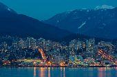 Постер, плакат: Город на ночь панорамные сцены отражение в воде Северном Ванкувере Канада