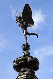 pic of ero  - The iconic Eros statue in London