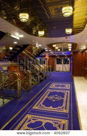 Schiff interior