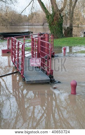 Access Forbidden ! River Lock Underflood