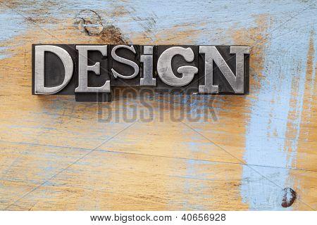 palavra de desenho em blocos de metal tipo de tipografia vintage na superfície de madeira com pintura azul do grunge