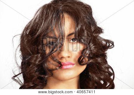 Menina de cabelo bagunçado