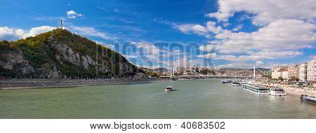 Colina Gellert e Rio Danuber em Budapeste, Hungria.