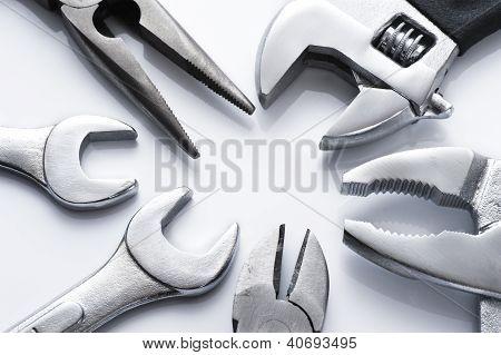 muchas herramientas de metales