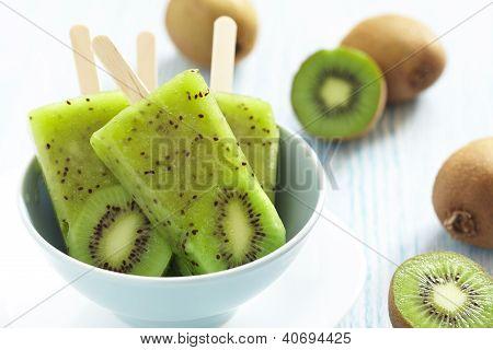 Picolé de sorvete de kiwi