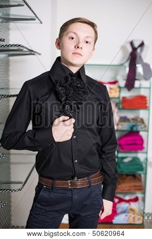 A man in jeans and a black shirt with a black frill at the store