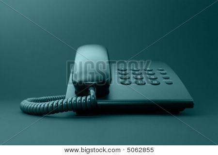 Teléfono de la oficina sólido negro