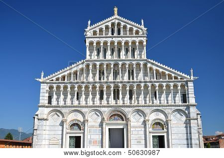 Fa�ade of cathedral on Square of Miracles in Pisa, Italy