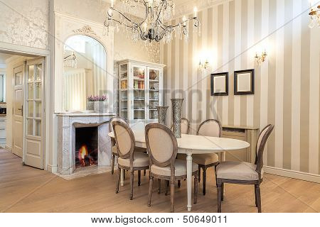 Vintage Mansion - Dining Corner