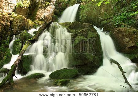 Waterfalls, water movement. Arroyo Valdecuevas, Leon