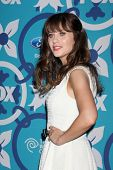 LOS ANGELES - SEP 9:  Zooey Deschanel at the FOX Fall Eco-Casino Party at The Bungalow on September
