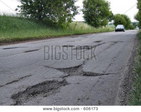 Baches y grietas de la carretera