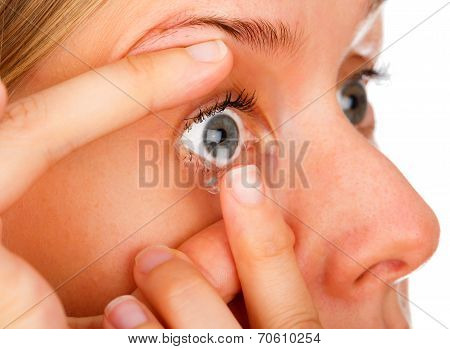 Applying Soft Contact Lenses