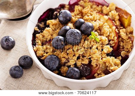 Peach and blueberry summer crumble