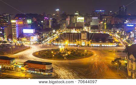 Ben Thanh Market and Quach Thi Trang park by night