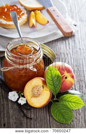 Vanilla peach jam in a bowl