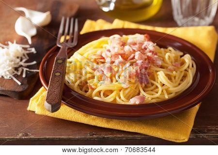 italian pasta spaghetti carbonara