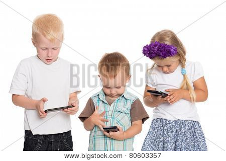 Fascinated by the brothers and sister using smartphones