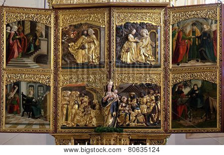 HALLSTATT, AUSTRIA - DECEMBER 13: Altar in Maria am Berg church on December 13, 2014 in Hallstatt, Austria.
