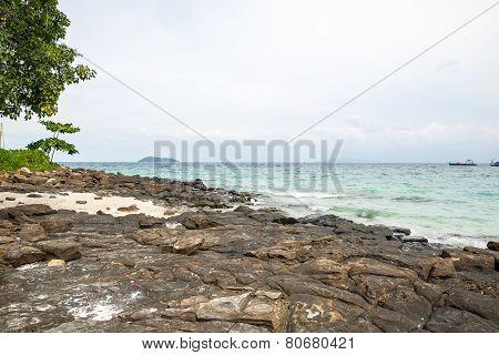 View Of Maya Bay, Phi Phi Island, Thailand, Phuket. Seascape Of Tropical Island With Resorts -  Krab