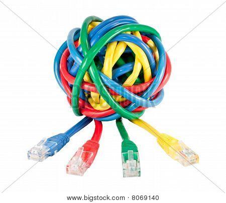 Bola de colores Cables y enchufes aislados en blanco