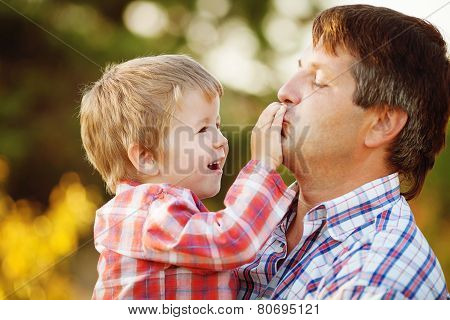 Father and young son, walks in the summer in the Park.