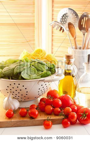 Spinach & Tomatoes With Pasta