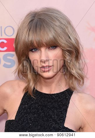 LOS ANGELES - MAR 29:  Taylor Swift arrives to the 2015 iHeartRadio Music Awards  on March 29, 2015 in Hollywood, CA