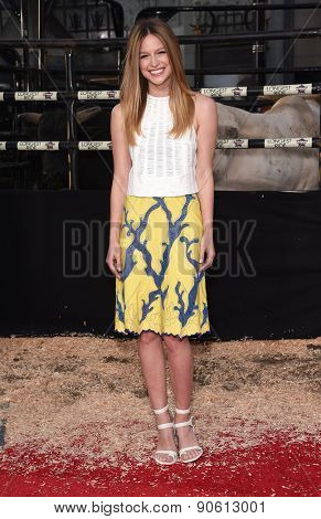 LOS ANGELES - APR 06:  Melissa Benoist arrives to the