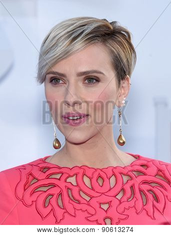 LOS ANGELES - APR 12:  Scarlett Johansson arrives to the MTV Movie Awards 2015  on April 12, 2015 in Hollywood, CA