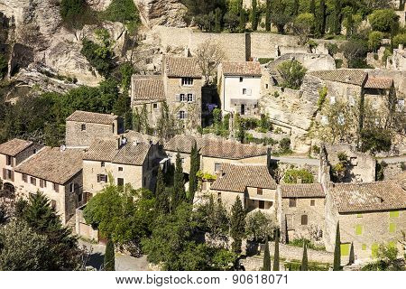 Gordes Under The Cliffs