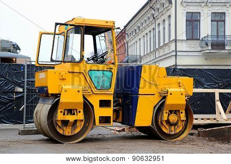 Heavy Yellow Roller Compactor Asphalting