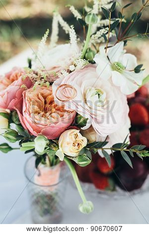 bouquet vase wedding table