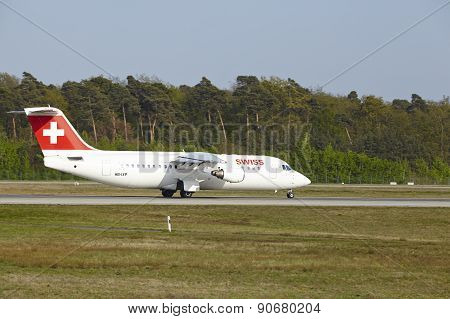 Frankfurt International Airport - Avro Rj100 Of Swiss Takes Off