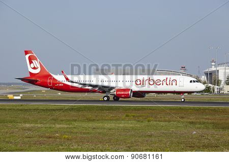 Frankfurt International Airport - Airbus A321 Of Air Berlin Takes Off
