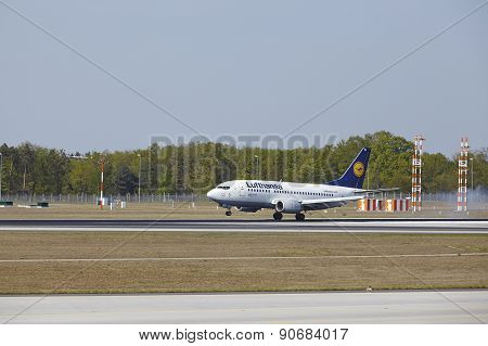 Frankfurt International Airport - Boeing 777 Of Lufthansa Lands