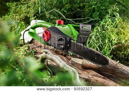 Modern Green Electrical Chainsaw