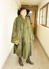 foto of mink  - Elderly lady in mink furcoat and hat - JPG
