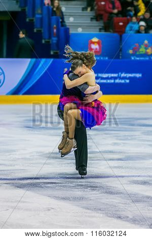 finish performance young skaters, men and women in short program