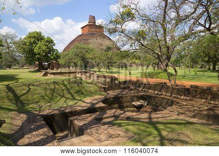 A sunny day in the archaeological Park Anuradhapura