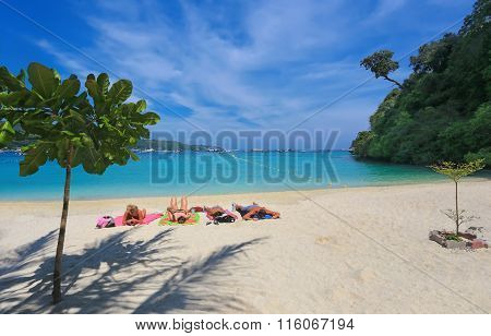 PHI-PHI,  THAILAND - 02 APRIL 2014: Vacationers people on a tropical beach