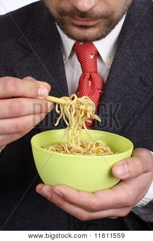 Schüssel mit Suppe Nudeln