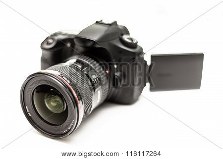 DSLR Camera with Flip Display