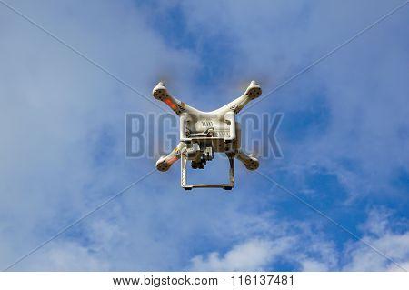 Drone quadrocopter Dji Phantom 3 Professional with high resolution digital camera (High quality 4K)