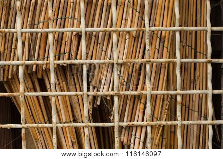 wire mesh with reed bundles
