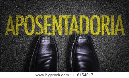 Top View of Business Shoes on the floor with the text: Retirement (in Portuguese)