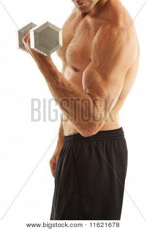 Joven, levantamiento de pesas
