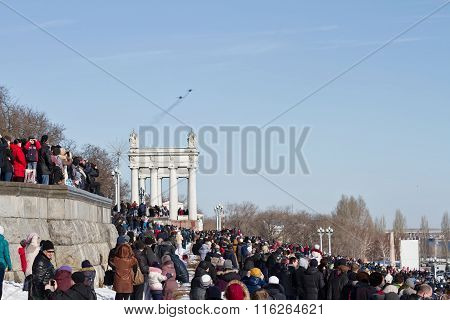 A Large Number Of People Came To The Central Promenade To See The Parade Of Military Aviation