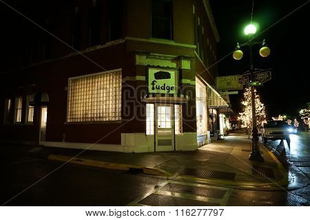 Howse's Fudge Shop During the Night