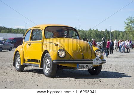Yellow Volkswagen 1600 (beetle) at the parade of vintage cars in Kerimyki